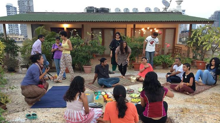 Making a meal of (raw) food together at the Flyover Farm, a community rooftop space in a crowded neighbourhood of Bombay.<br/><small>© Gitanjali Dang</small>